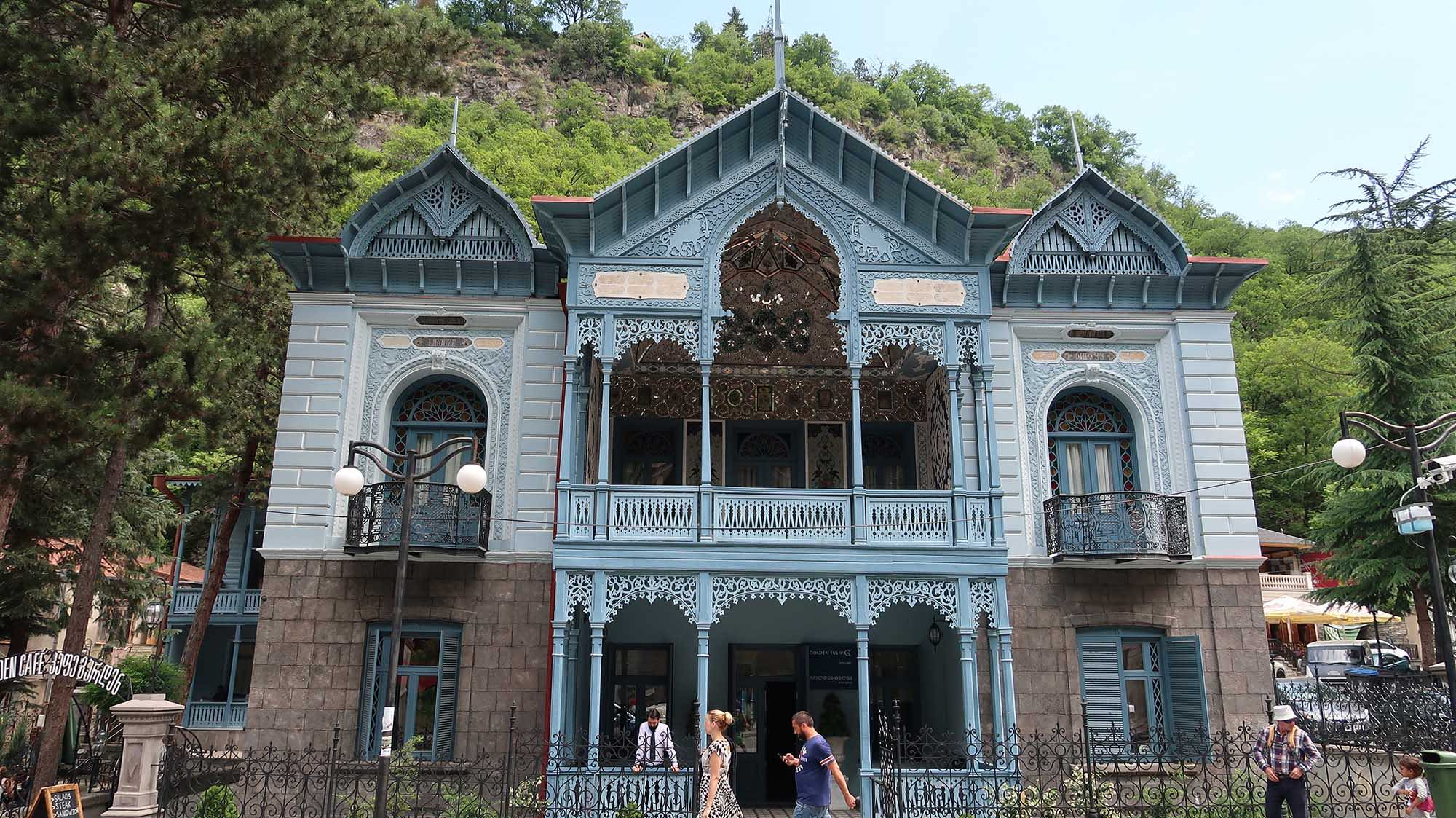 A blue villa in Bordzomi, Georgia